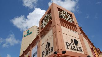關島廣場購物中心 The Plaza Shopping Center