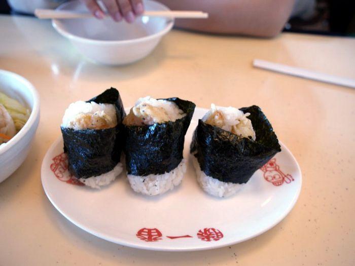 日式飯糰吃完很有飽足感。