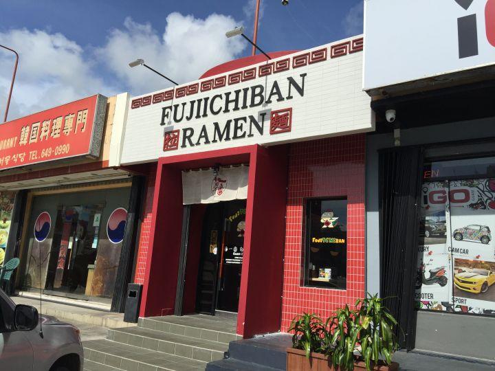 藤一番在杜夢灣共有兩家分店。