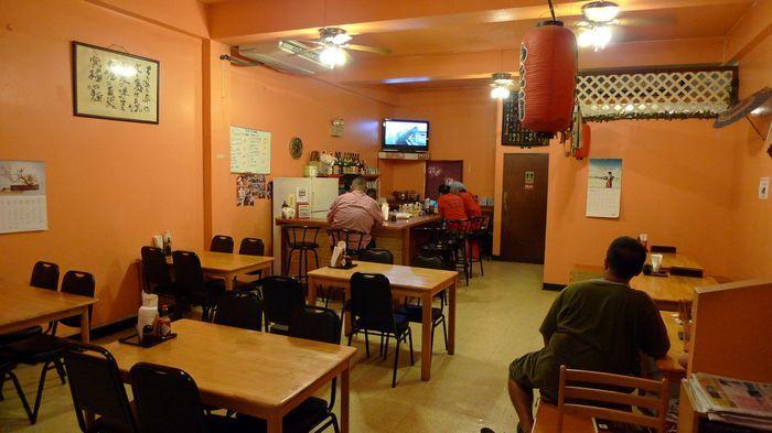 這間當初的小店,現在已經擴張成雙店面的中型餐廳了。