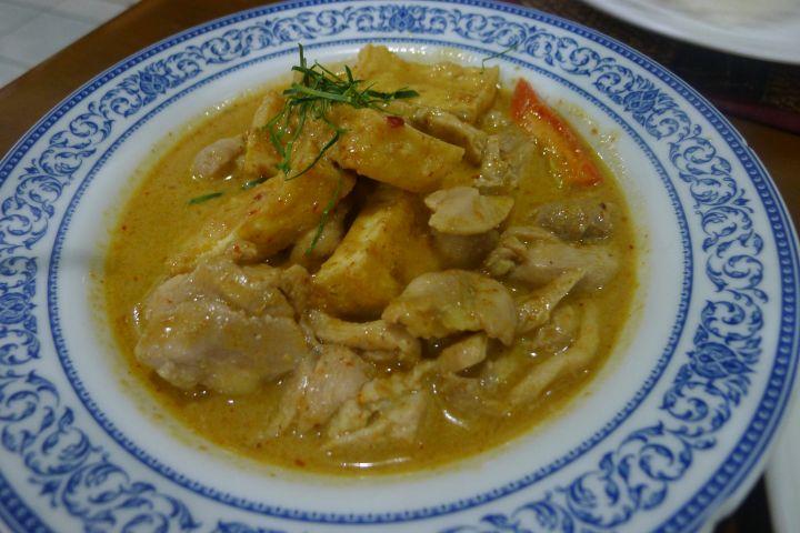 烹飪不用味精,香料的使用來自泰國,食材許多取自自家菜園。
