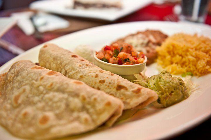 費時的手工餅皮搭配上生菜、酪梨醬和酸奶油,滿口的好滋味絕對讓你無法忘懷。