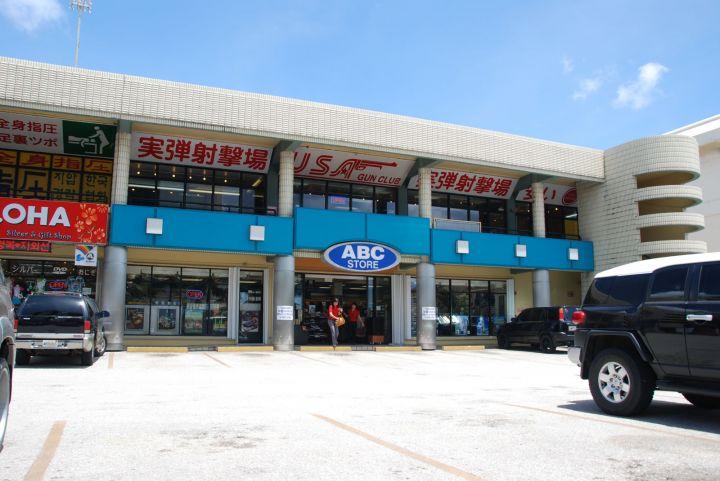 ABC商場若從價格或商品種類來看,買日用品不會比K-Mart便宜。