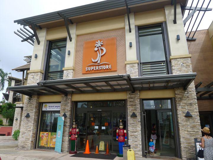 主要客群設定為年輕人的JP Store就在DFS隔壁。