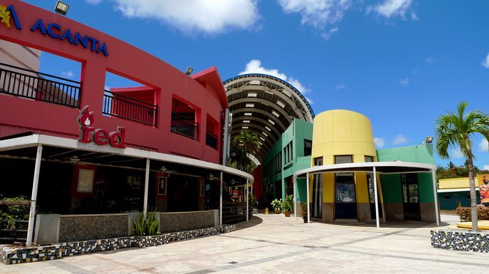 粉紅亮彩特色外觀的阿肯塔商場Acanta Mall 位於杜夢灣精華地段。