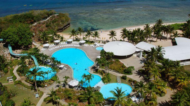 多座泳池與一條高速滑水道,誠意十足。