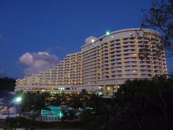 關島日航飯店外觀。