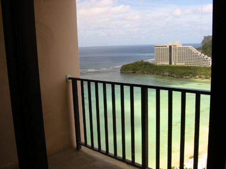 飯店視野不錯,可惜陽台偏小。