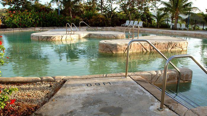 安華海灘水上樂園擁有適合各年齡層遊玩的水上設施。