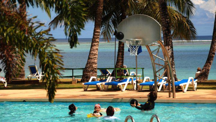飯店泳池緊鄰杜夢灣沙灘,氣氛滿分!
