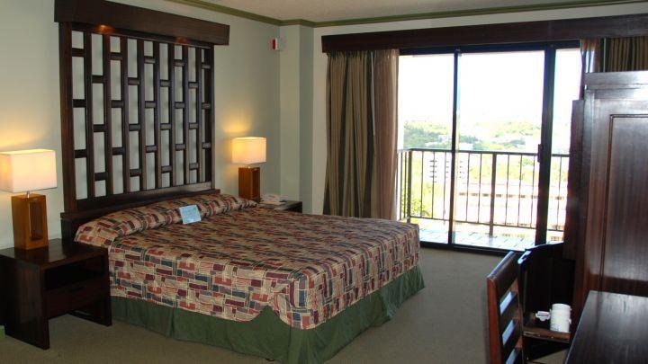 房間內部大量木材裝飾,寬敞舒適。
