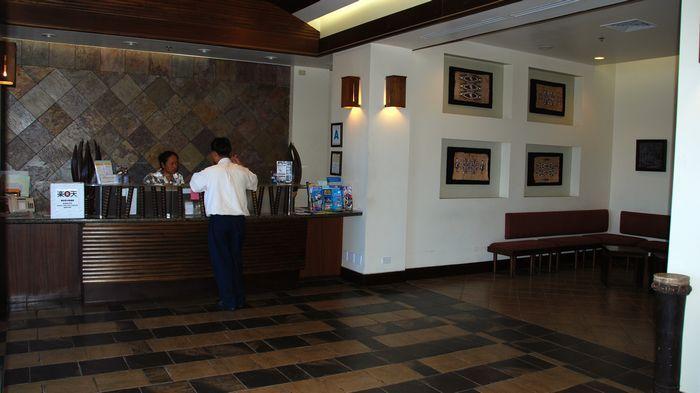 飯店大廳櫃檯。