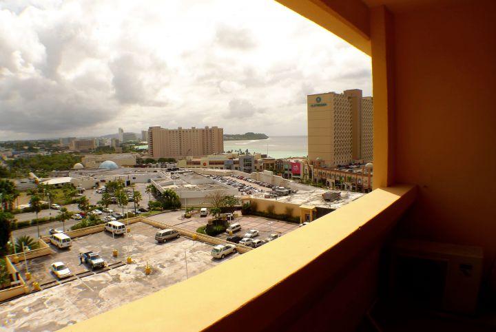 視野離杜夢灣有段距離,陽台設計是缺點。
