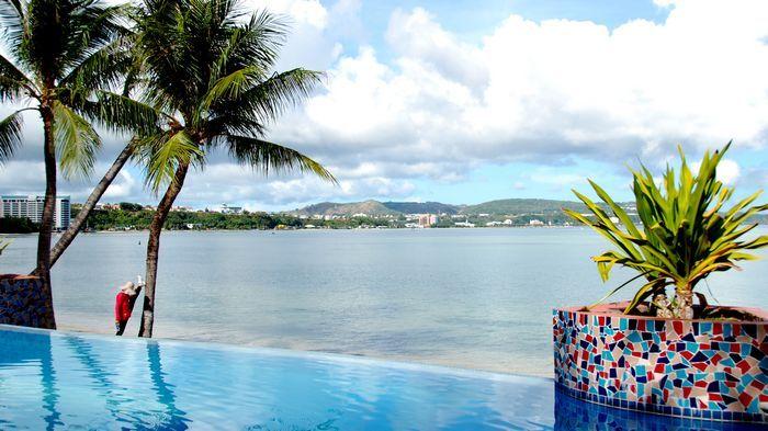 迷你泳池不俗的無邊際設計,非常浪漫。