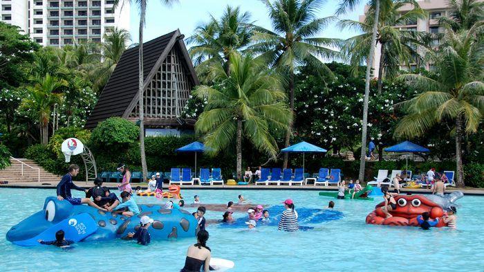 兒童專屬滑水道與泳池,親子最佳遊樂設施。