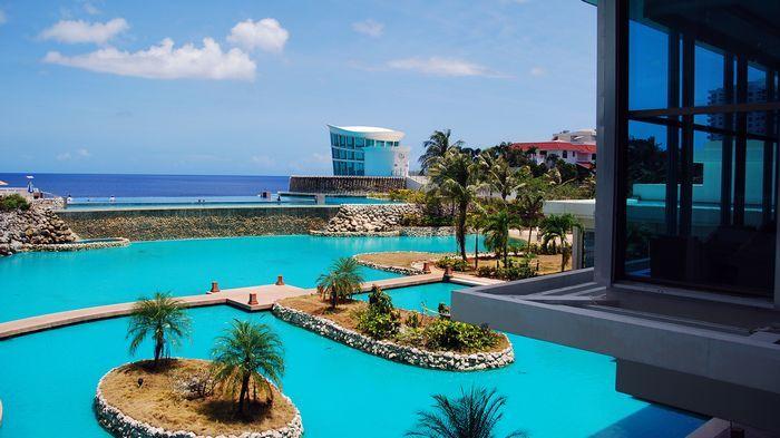 海天一線的泳池是飯店招牌設施。