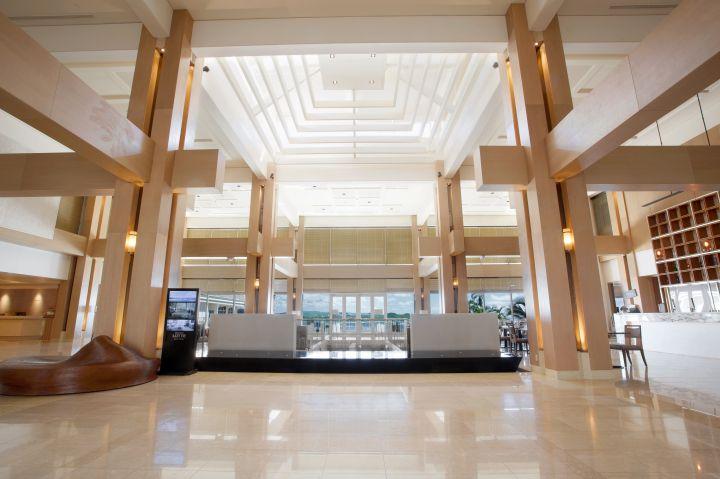 氣派且寬敞的飯店大廳。