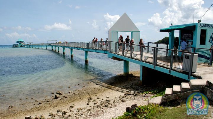 連接魚眼售票口與魚眼展望塔(魚眼塔)這座長木橋,有個很浪漫的名字『情人橋』。