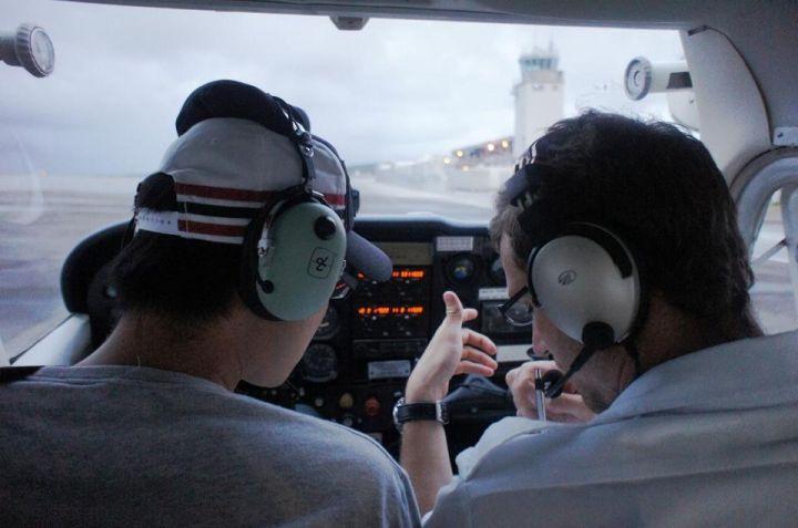 起飛前,教練會帶著你做起飛確認。