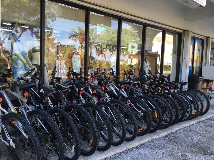 到關島不怕熱又超熱血,可以試著挑戰騎腳踏車到處逛。