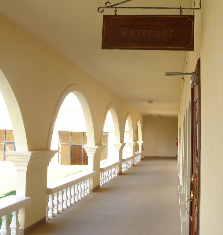 建築設計上融合了查莫洛與拉丁風格。