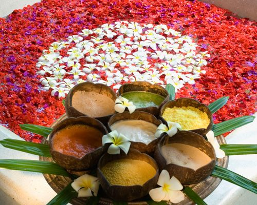Mandara一字源自古印度梵文神話,意指追尋青春永駐、長生不老靈藥的過程。