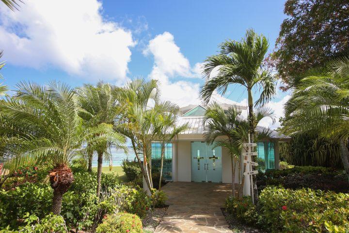 位在太平洋之星飯店腹地內的戀人教堂 Amantes Chapel。