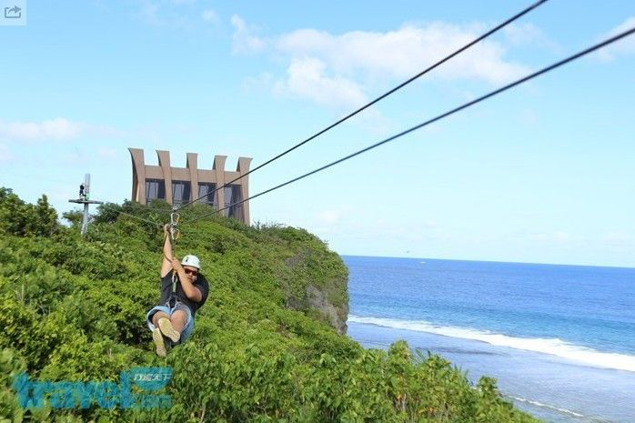 在關島想嘗試極限運動的人,不妨可以從高空滑索入門。(圖片來源/行遍天下)