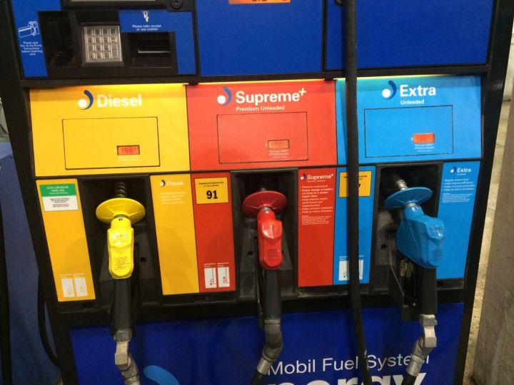 一般車使用藍色油槍(Extra Unleaded);野馬跑車、大黃蜂,則是加橘色油槍( Premium  Unlead)。(黃色則是柴油車使用)