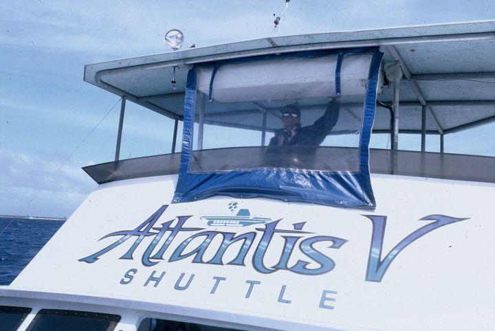 亞特蘭提斯號潛水艇(Atlantis Submarine)可是貨真價實的潛水艇。