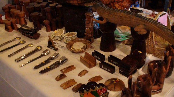 關島當地飾品與小物在這都找得到。