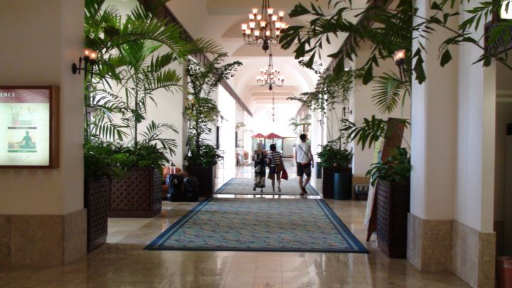 飯店大廳。