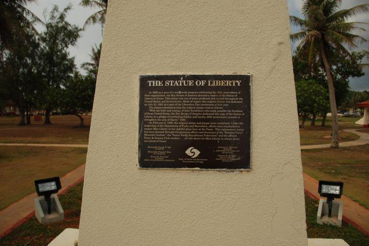 紀念美國國會通過法案,讓關島居民得以享有美國公民權而設立自由女神像。