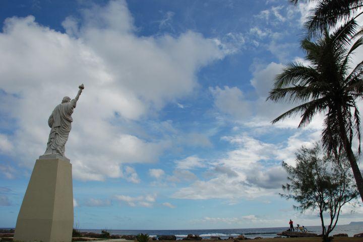 關島自由女神體積只有紐約版的兩百分之一。
