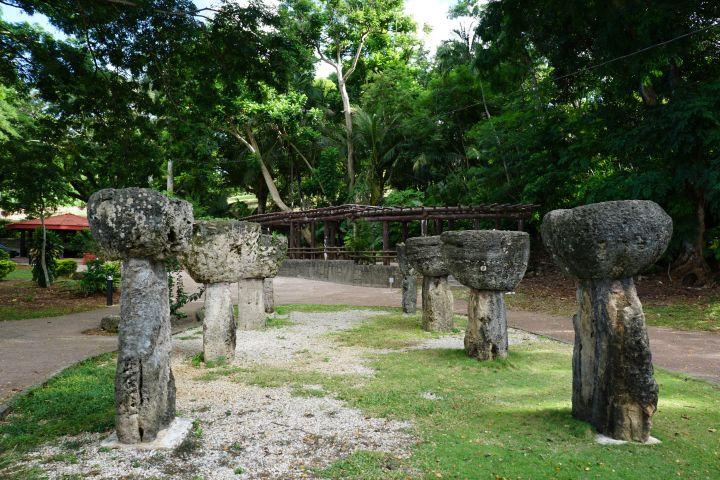 拉堤石由下半部稱為Haligi的石柱以及上半部的石帽Tasa組成。