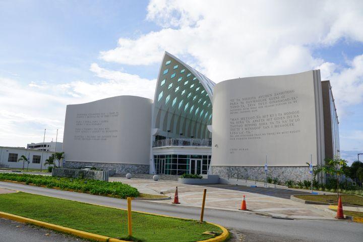 關島博物館座落於Skinner Plaza、聖母瑪利亞教堂前方。