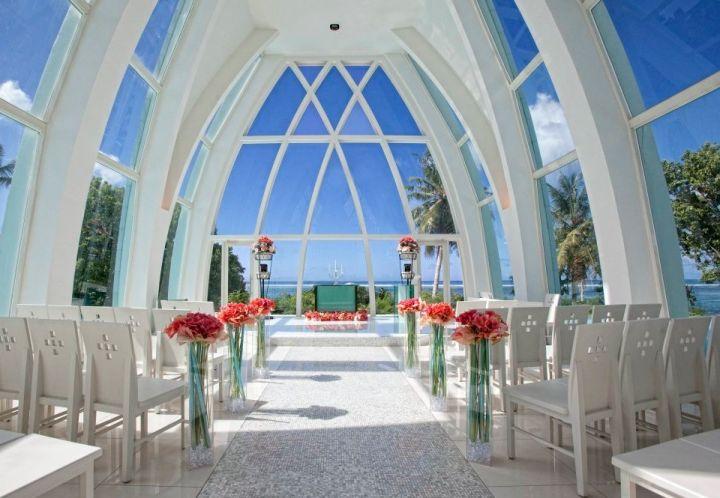 聖拉古娜教堂是島上第二座以婚禮村做為設計概念的婚禮教堂。