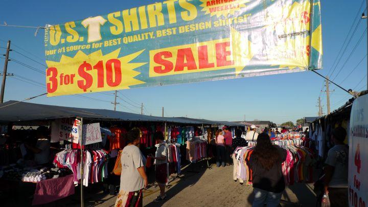 每逢週六、日在迪迪多區(Dededo)當地居民會舉辦一個盛大的跳蚤市場「迪迪多早市」。