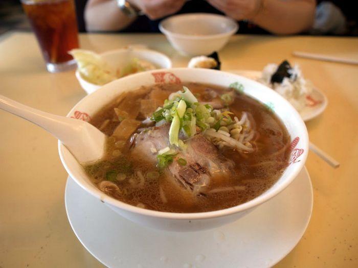 醬油拉麵(Soy Ramen) 鹹甜適中,湯頭十分爽口!