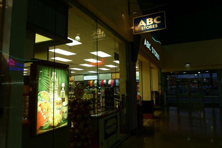 有些商場內會有ABC Store。