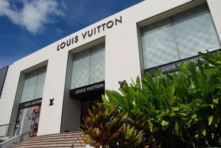 店內分為四個主題區域,時尚世界、名牌精品館、美麗世界、紀念品專區。