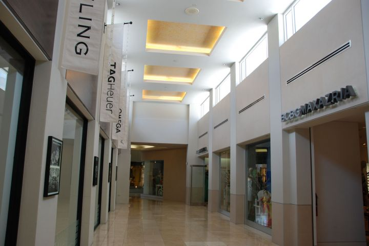 寬敞的賣場內也走精緻路線,營造高級感受。