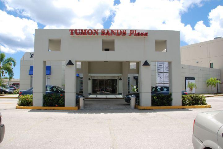 如果你要找頂級精品,那請到杜夢沙購物廣場 Tumon Sands Plaza。