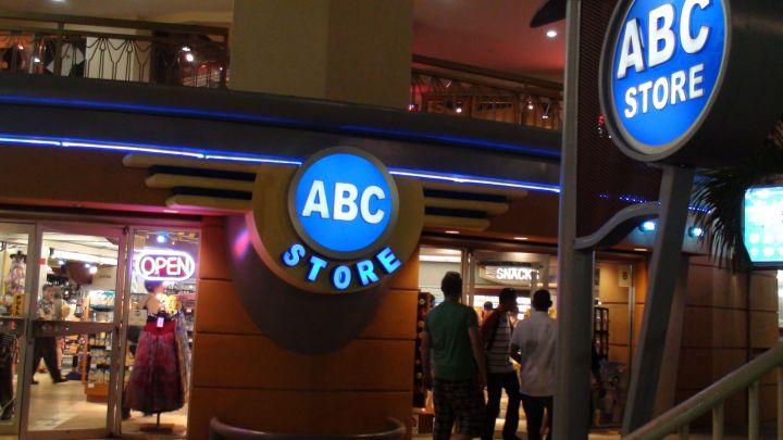 購物中心內的ABC Store。