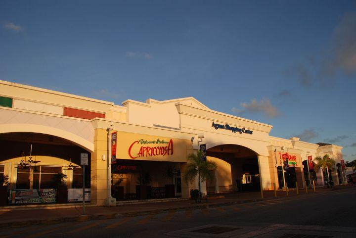位於亞加納區的Agana Shopping Center亞加納購物中心。
