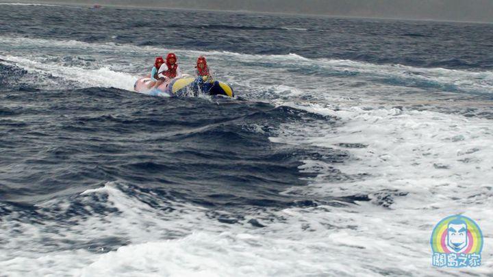 ABC有全關島最大的水上摩托車車隊和海上拖曳傘隊。