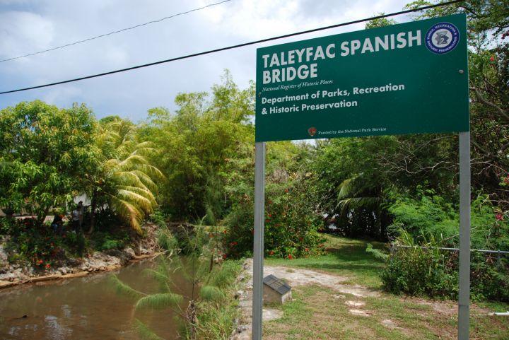 已有兩百年歷史的西班牙古橋建於1785年。