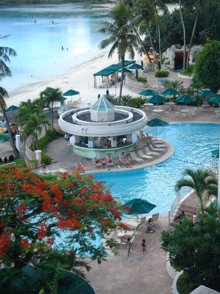 關島威斯汀飯店泳池。