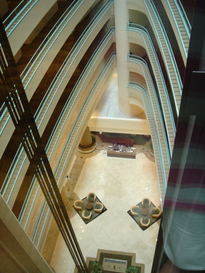 飯店電梯。