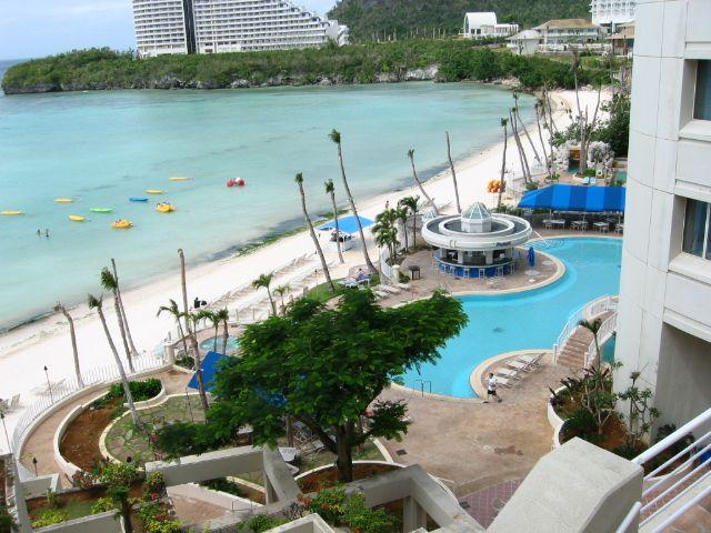 離沙灘最近的泳池在威斯汀飯店。